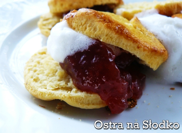 scones , buleczki sniadaniowe , buleczki angielskie , angielskie sniadanie , bulki z dzemem , ostra na slodko-001