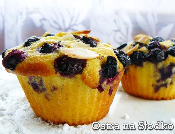 muffinki jagodowe , muffinki browkowe , muffinki z jagodami , muffinki z borwkami , muffinki z owocami , ostra na slodko , cupcake z borowkami