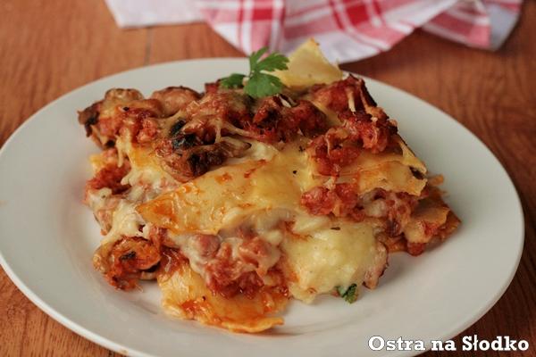 lasagne , lazania , sos beszamelowy , beszamel , mieso mielone , makaron z miesem , zapiekanka makaronowa , zapiekanka miesna , pieczarki , ostra na slodko 3xxxx