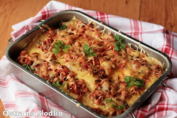 lasagne , lazania , sos beszamelowy , beszamel , mieso mielone , makaron z miesem , zapiekanka makaronowa , zapiekanka miesna , pieczarki , ostra na slodko xxxxxxx