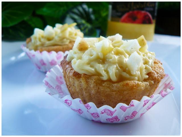 muffinki z kremem budyniowym , babeczki budyniowe , babeczki z jabłkami , muffinki z jabłkami , cupcake , krem budyniowy , ostra na slodko