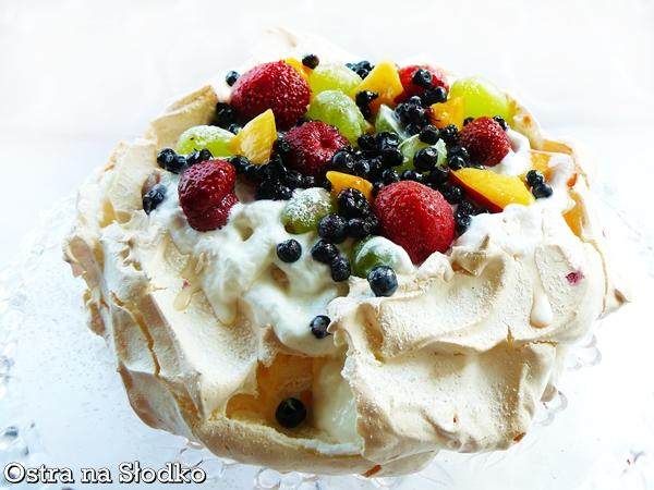 pavlova , biala pavlowa , tort bezowy , tort z kremem , mascarpone , tort owocowy , beza z owcami , ostra na slodko xxxxxxxxxxx