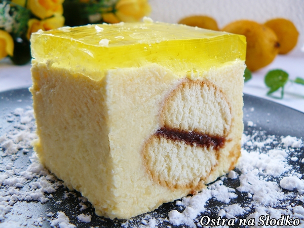 ciasto cytrynowe , cytrynowe z kremem budyniowym , budyniowe , usta usta , usta adama , ciasto z galaretka , ciasta bez pieczenia , ostra na slodko xxx