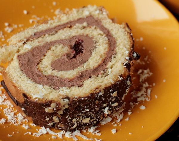 rolada biszkoptowa , rolada czekoladowa , rolada kakaowa , ciasto biszkoptowe , ciasto czekoladowe , ostra na slodko cccccccccc