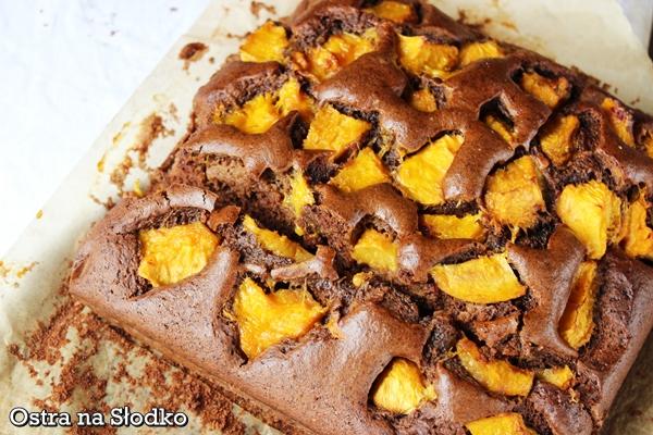 czekoladowe ciasto , czekoladowe z brzoskwiniami , czekoladowe ucierane , ciasto brzoskwiniowe , ciasto z owocami , ostra na slodko , pyszne ciasto , latwe ciasta (2)xxx