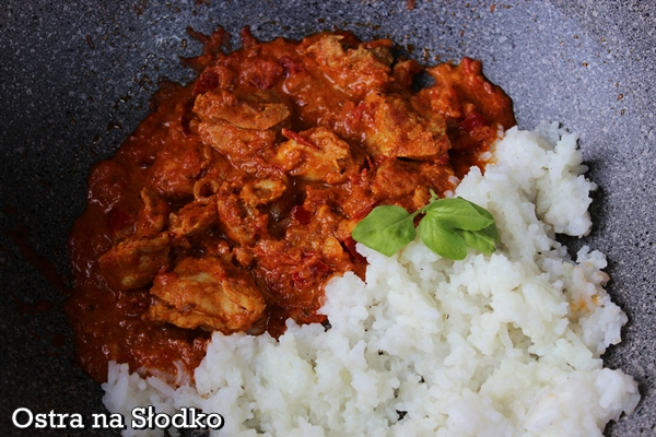 kurczak tikka masana , chicken tikka , kuchnia indyjska , hinduska , indie , pyszny kurczak , soczysty , pyszny sos do kurczaka , ostra na slodko , tani obiad , kurczak z ryzem xxx