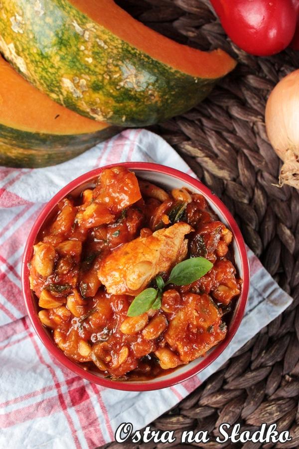 potrawka z kurczaka , gulasz zdynia , potrawka z dyni , jesienny gulasz , pyszna dynia , pomysly na dynie , rozgrzewajacy gulasz , przepisy z dyni , ostra na slodko , ballarini , pyszny obiad (4)x