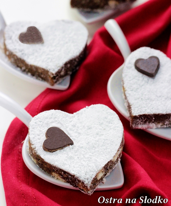 brownie , brownie z orzechami , browni najlepsze , walentynkowe przepisy , czekoladowe serce , czekoladowy deser walentynki , ostra na slodko (2)x