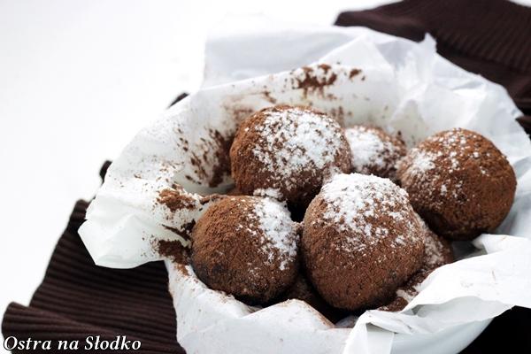 czekoladowe trufle , trufle kakaowe , praliny, jak sie robi trufle pralinki , ostra na slodko , blog kulinarny , najlepszy blog , czekoladowe przepisy 8x