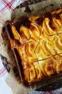 sernik brownie , sernik z brzoskwiniami , sernikobrownie , sernik na czekoladowym spodzie , ciasto serowe z owocami , brzoskwiniowiec , ostra na slodko , pyszne ciasto (4)