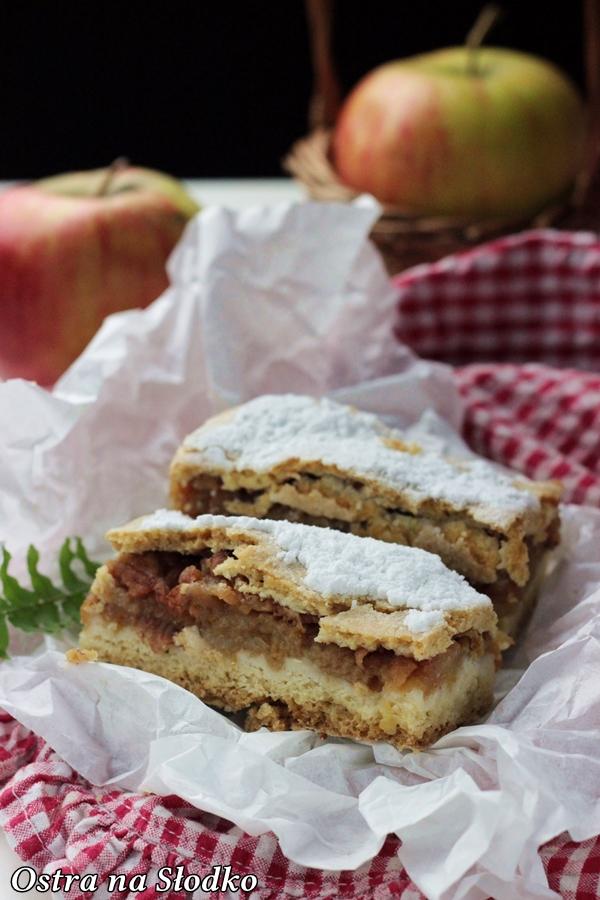 szarlotka , jablecznik , ciasto z jablkami , szarlotka na kruchym polkruchym ciescie , babcina , ostra na slodko , najlepsze przepisy , blog kulinarny , prazone jablka 2x