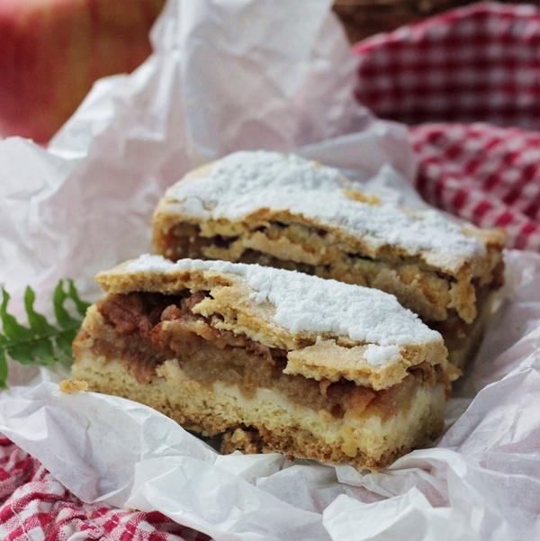 szarlotka , jablecznik , ciasto z jablkami , szarlotka na kruchym polkruchym ciescie , babcina , ostra na slodko , najlepsze przepisy , blog kulinarny , prazone jablka 2xxx