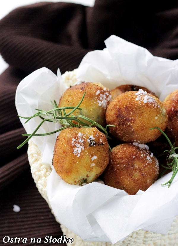 kulki ziemniaczane , ziemniaczane kuleczki , smazone ziemniaczki , co zamiast frytek , ostra na slodko , blog kulinarny , chrupiace ziemniaczki (1)xxx