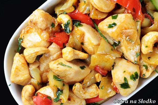 kurczak z orzechami nerkowa , kurczak na ostro , kurczak po chinsku , kuchnia tajska chinska , kurczak z papryka , ostra na slodko , blog kulinarny , latwe przepisy (5)xx
