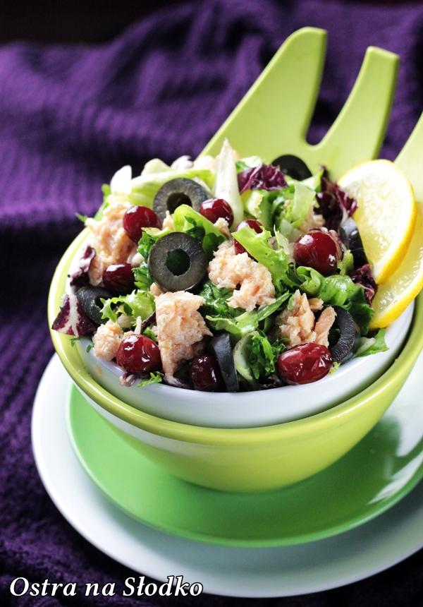 salatka z lososiem , salatka z ryba , zurawina , salatka z oliwkami , lekka salatka fit , pyszne salatki , ostra na slodko , blog kulinarny , latwe przepisy (2)xxx
