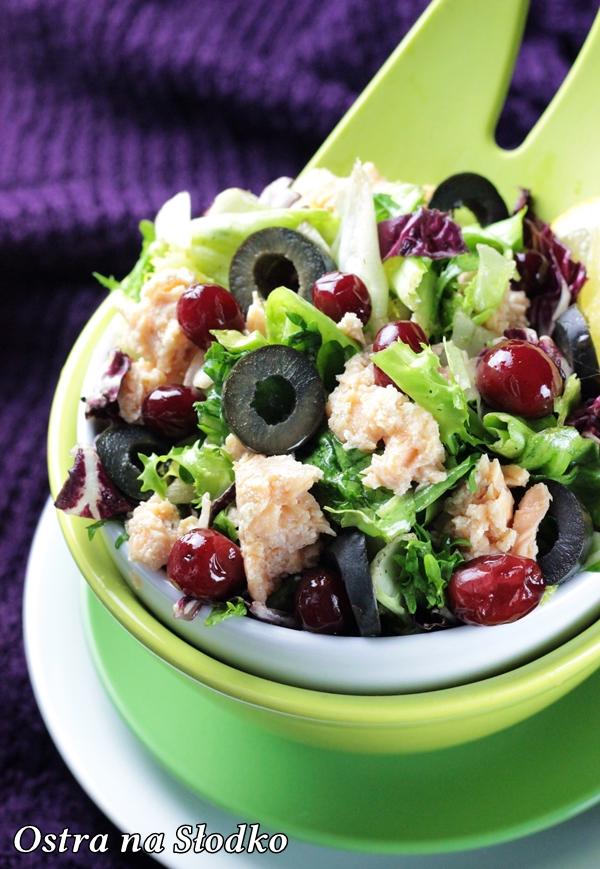 salatka z lososiem , salatka z ryba , zurawina , salatka z oliwkami , lekka salatka fit , pyszne salatki , ostra na slodko , blog kulinarny , latwe przepisy (3)xxx