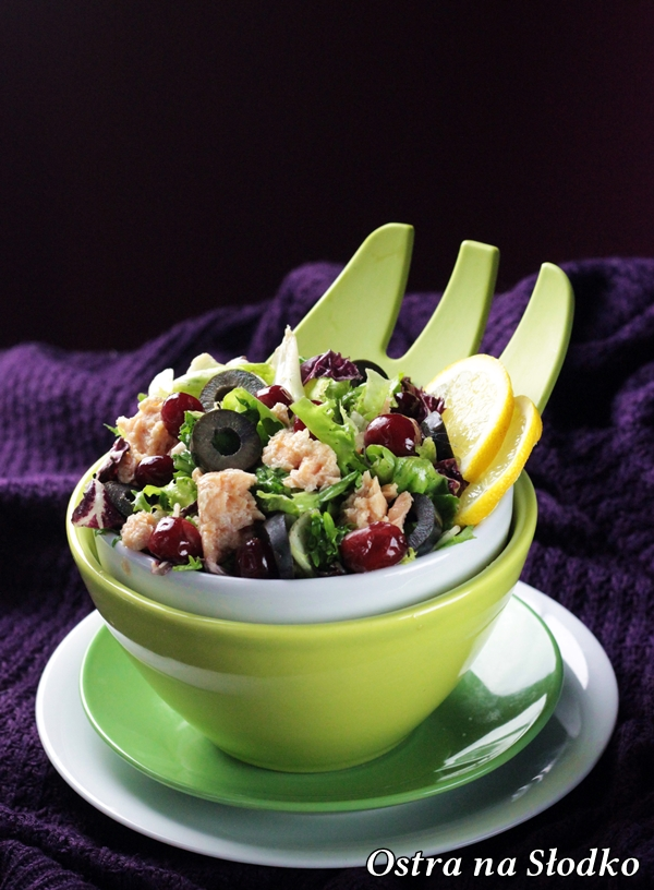 salatka z lososiem , salatka z ryba , zurawina , salatka z oliwkami , lekka salatka fit , pyszne salatki , ostra na slodko , blog kulinarny , latwe przepisy (5)xxx