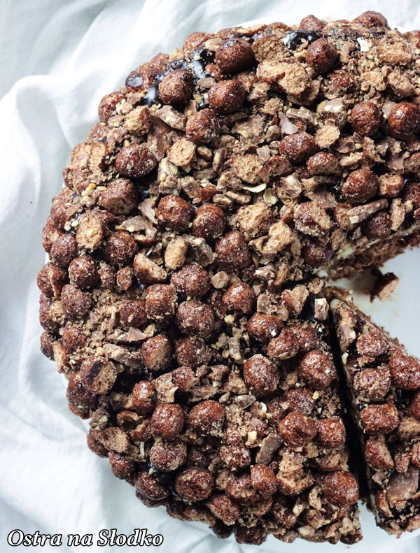 tort czekoladowe , ciasto czekoladowe , nesquik , krem kokosowy , krem do tortow , ciasto czekoladowe z kremem , tort urodzinywy , blog latwe przepisy, ostra na slodko (4)xx