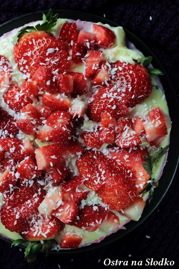sernik z truskawkami , sernik z musem truskawkowym , z biala czekolada , sernik na zimno , ciasta bez pieczenia , ciasto na biszkoptach (1)xx
