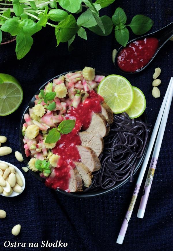poledwiczki wieprzowe , poledwiczki w sosie , sos malinowy , salsa warzywna , burak choggia , portin guidance , nestle  (1)xx