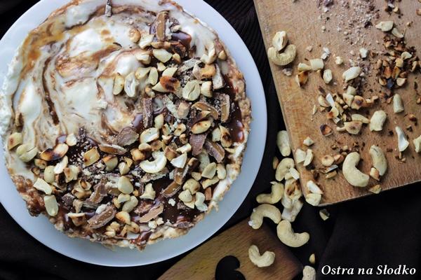 sernik twix , sernik z karmelem , sernik na zimno , sernik bez pieczenia , ciasto karmelowe , ciasto z karmelem , sernik z batonikami , ostra na slodko (1)x