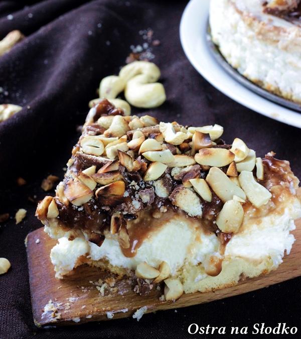 sernik twix , sernik z karmelem , sernik na zimno , sernik bez pieczenia , ciasto karmelowe , ciasto z karmelem , sernik z batonikami , ostra na slodko (3)xx