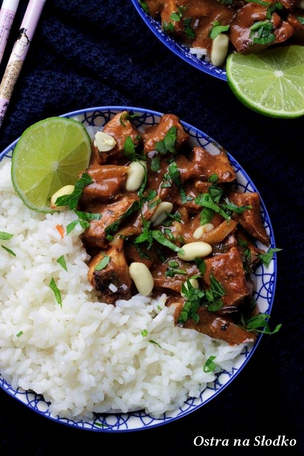 Kaeng-Massaman-Kai-curry-massaman-z-kurczakiem-kuchnia-tajska-tajskie-curry-tajskie-przepisy-kurczak-na-ostro-ostra-na-slodko-ballarini-4x