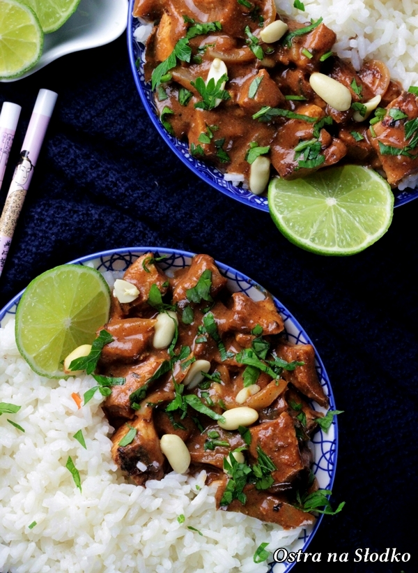Kaeng-Massaman-Kai-curry-massaman-z-kurczakiem-kuchnia-tajska-tajskie-curry-tajskie-przepisy-kurczak-na-ostro-ostra-na-slodko-ballarini-5x