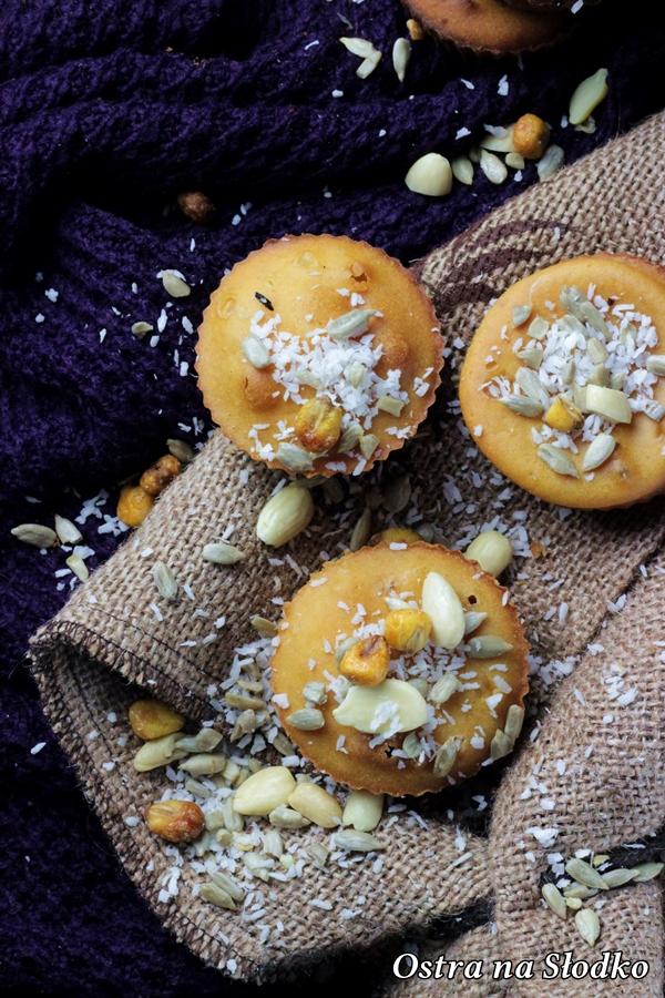 babeczki ponczowe , babeczki drozdzowe , muffinki drozdzowe , babeczki z orzechami , ciasto drozdzowe , ostra na slodko (1)xx