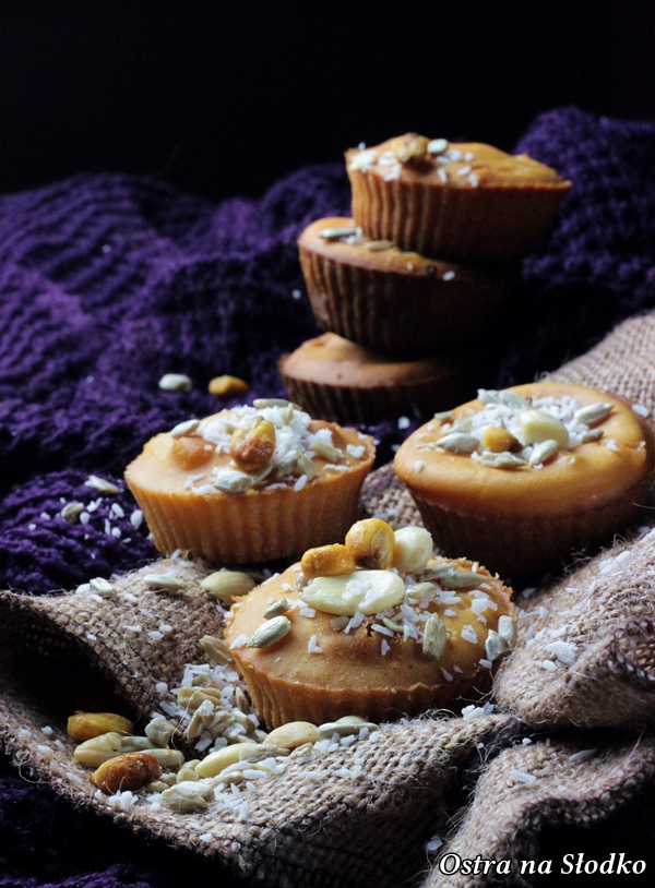 babeczki ponczowe , babeczki drozdzowe , muffinki drozdzowe , babeczki z orzechami , ciasto drozdzowe , ostra na slodko (2)xx