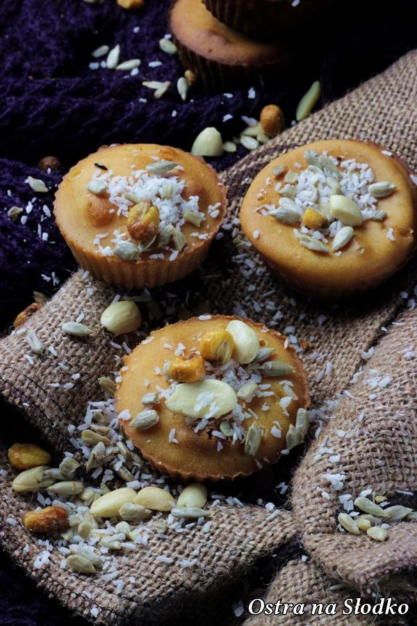 babeczki ponczowe , babeczki drozdzowe , muffinki drozdzowe , babeczki z orzechami , ciasto drozdzowe , ostra na slodko (4)x