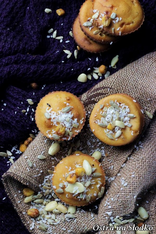 babeczki ponczowe , babeczki drozdzowe , muffinki drozdzowe , babeczki z orzechami , ciasto drozdzowe , ostra na slodko (5)xx