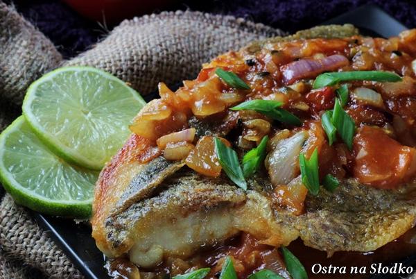 barwena , barwena w pomidorach , sos z pomidorow do ryby , ryba w pomidorach , pyszna ryba , kuchnia indyjska , ostra na slodko (2)x