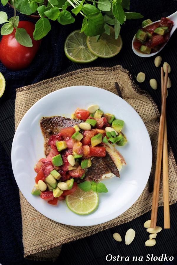 barwena , pyszna barwena , salsa awokado , salatka z awokado , przepis na barwene , przepis na rybe z warzywami , ostra nas slodko (3)xx