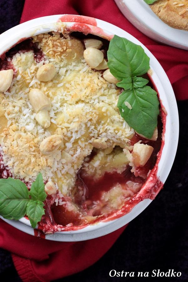cobbler z truskawkami , cobbler kokosowy , crumble z owocami , amerykanski deser , owoce pod kruszonka , truskawki zapiekane (1)xx