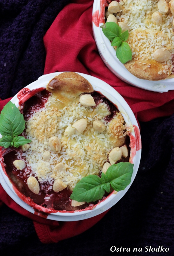 cobbler z truskawkami , cobbler kokosowy , crumble z owocami , amerykanski deser , owoce pod kruszonka , truskawki zapiekane (4)xx
