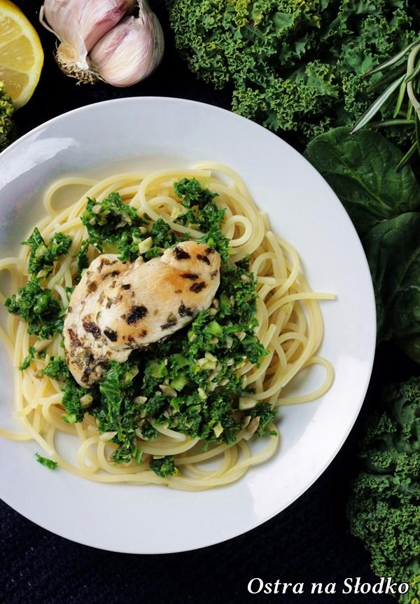 makaron z kurczakiem , spaghetti z kurczakiem , spaghetti z jarmuzem , pesto z jarmuzu , zielone pesto , grillowany kurczak , ostra na slodko (2)x