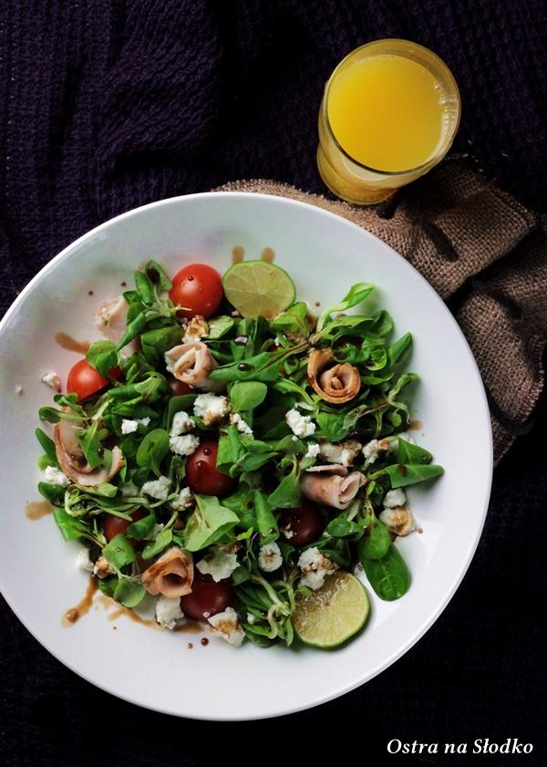 salatka grecka , salatka z roszponki , ser halloumi , salatka na sniadanie , ostra na slodko sylwia ladyga xx