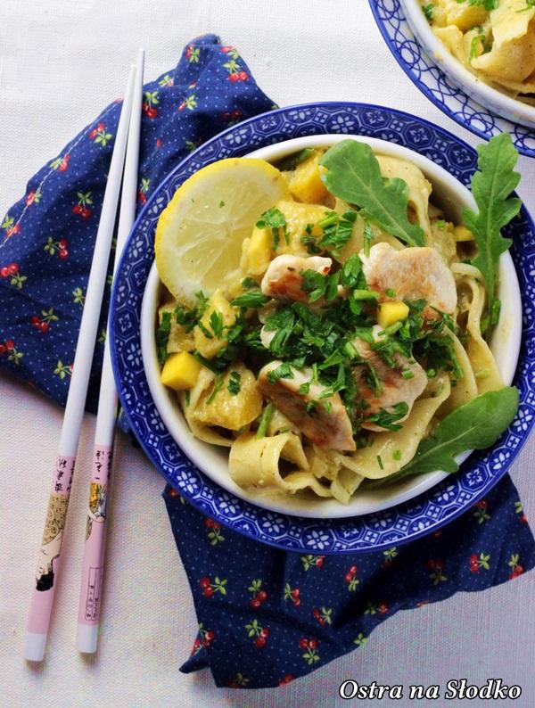 tagliatelle z kurczakiem , tagliatelle z mango , mięso z owocami , kuchnia orientalna , ostra na slodko , makaron z miesem , sylwia ladyga (1)x