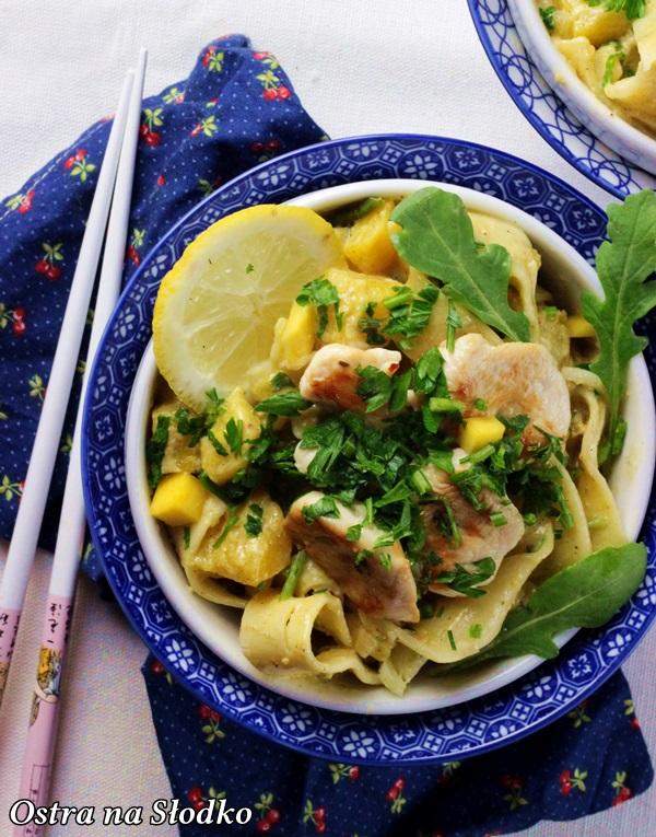 tagliatelle z kurczakiem , tagliatelle z mango , mięso z owocami , kuchnia orientalna , ostra na slodko , makaron z miesem , sylwia ladyga (3)x
