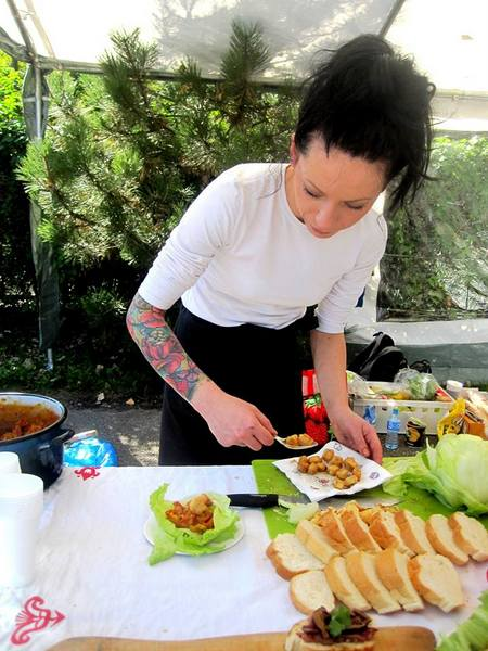 piknik charytatywny , warto pomagac , tv nie jestes sam , fundacja zdarzyc z pomoca , ostra na slodko , wylsia ladyga , blog kulinarny (3)