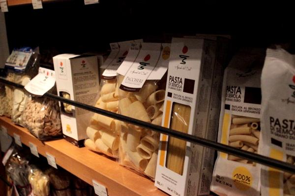 mediolan , milano , jesien w mediolanie , wlochy , food market (11)