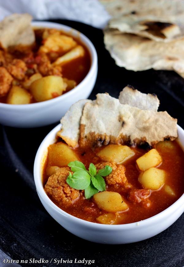 Aloo gohbi , curry indyjskie , kuchnia indyjska , indie przepisy m india kitchen , ostra na slodo , pasta curry , ziemniaki przepisy , co z kalafiora , kuchnia z indii , pyszne curry , rozgrzewajace dania , gulasz , dania zimowe , dania na impreze , tani obiad , blog kulinarny , latwe przepisy