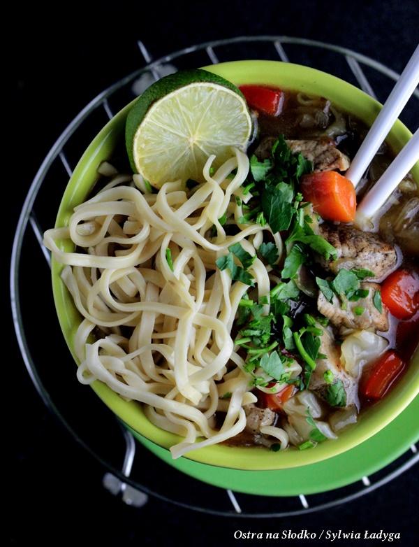 cielecina w sosie , cielecina w sosie pieprzowym chow mein , kuchnia tajska , ostra na slodko (2)xx