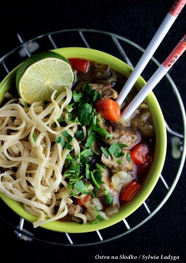 cielecina w sosie , cielecina w sosie pieprzowym chow mein , kuchnia tajska , ostra na slodko (3)xx