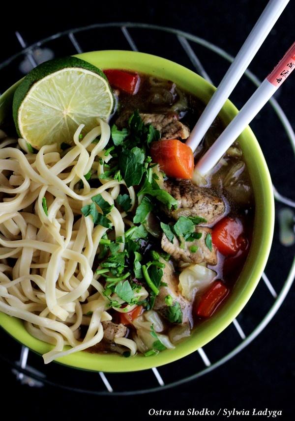 cielecina w sosie, cielecina przepisy , chow mein, kuchnia tajska , kuchnia indyjska , kuchnia azjatycka , ostra na slodko , gulasz cielecy , sos do miesa , sos pieprzowy , sos slodko kwasny , sylwia ladyga , blog kulinarny