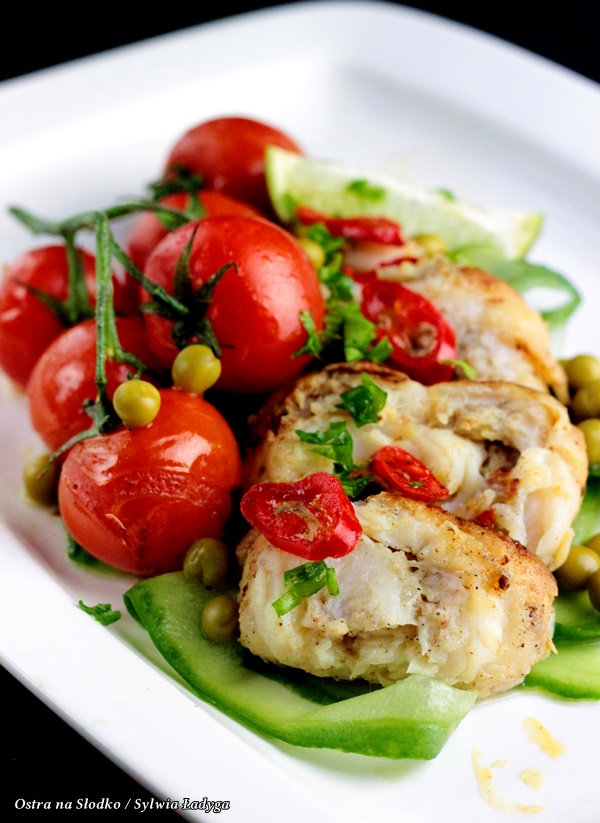 roladki z dorsza , dorsz , dietetyczne p[rzepisy , dorsz przepisy , ryba z warzywami , pieczona ryba , roadki rybne , fit przepisy , dietetyczne przepisy na blogu , blog kulinarny , ostra na slodko , sylwia ladyga , fajne przepisy b, co na obiad