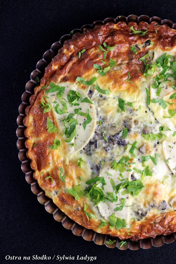 tarta z grzybami , tarta serowa , tarta z ciasta francuskiego, ostra na slodko , sylwia ladyga , pyszna tarta z pieczarkami (4)x