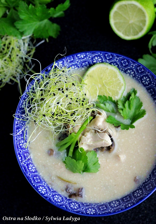 tom kha kai , zupa tajska , zupa kokosowa , kuchnia tajska , zupa z kurczakiem , ostra na slodko (1)x