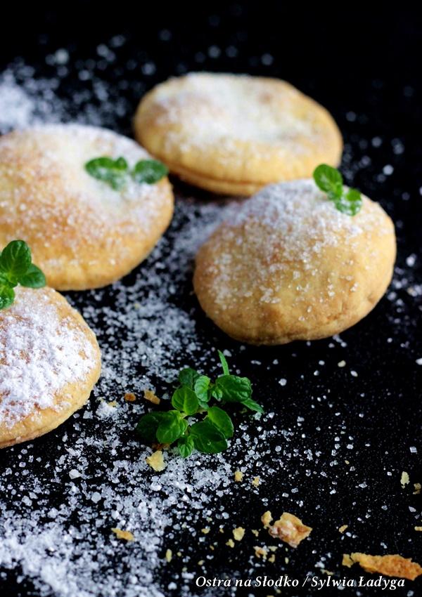 ciastka serowe , ciasteczka francuskie  , ciastka 3 skladnikowe , ciastka , szybkie, ekspresowe ciasteczka , szybkie do zrobienia ciasteczka , kruche ciasteczka , ciastka z cukrem , ostra na slodko , sylwia ladyga , blog kulinarny